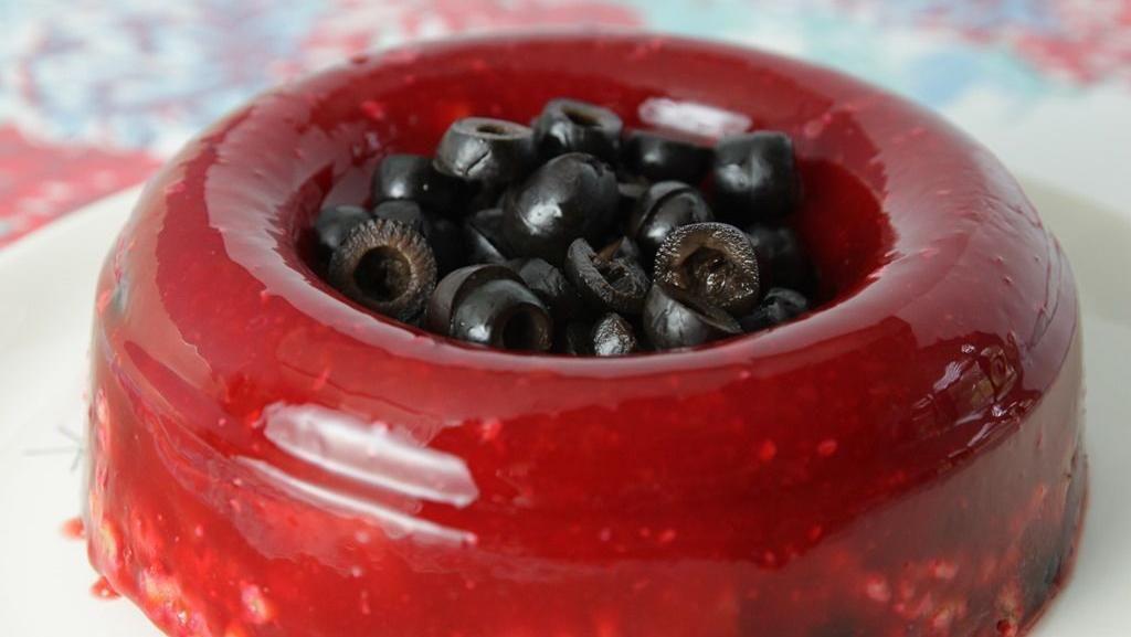 Cherry Catsup Salad dari Pertengahan Abad 20 Kini Bisa Dibuat Lagi