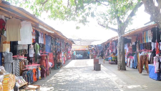 Pasar suvenir yang menarik di pintu keluar Candi Borobudur (Fitraya/detikTravel)