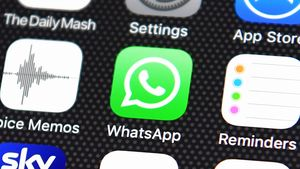 WhatsApp Tumbang di China