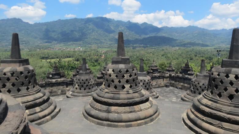Puncak Candi Borobudur dalam keadaan sepi di siang hari (Fitraya/detikTravel)