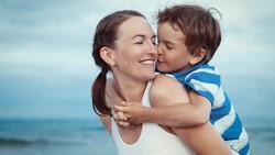 Selalu Ada Cinta di Balik Senyum Ibu