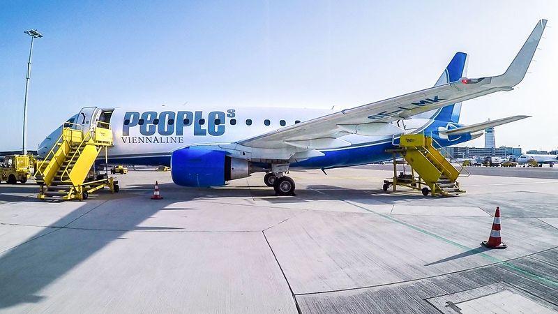 Maskapai asal Austria, Viennaline mengoperasikan penerbangan dari St Gallen-Altenrhein Airport (Swiss) menuju Friedrichafen Airport (Jerman). Ke dua bandara ini hanya berjarak 20 km dengan waktu penerbangan 8 menit. Namun sayang rite ini ditutup karena sedikitnya penumpang yang terbang (CNN Travel)
