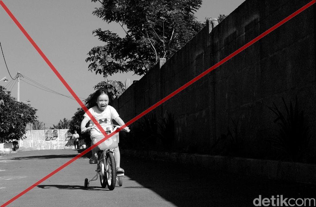 Pernyataan golden triangle yang lugas ditunjukan dengan garis diagonal pada dinding.  (Foto: Ari Saputra)