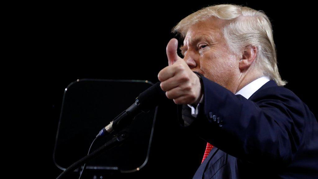 Reporter Majalah People Mengaku Pernah Dicium Paksa Donald Trump