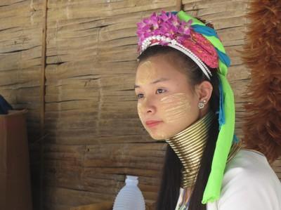 Gadis Suku Karen, Si Cantik Berleher Panjang