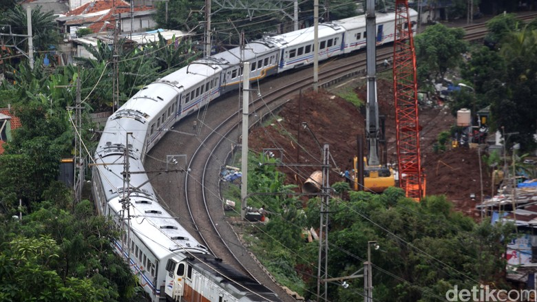 Menhub Ingin Kecepatan Kereta Kencang JKT-SBY di atas 160 Km/Jam