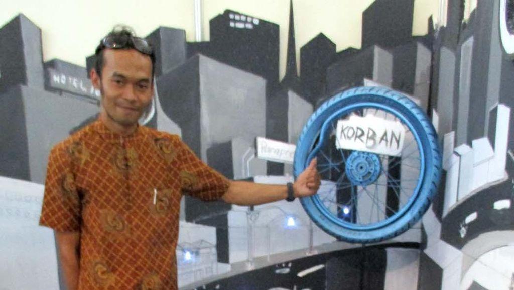 Tentang Anak Muda Kreatif Penambal Jalan Berlubang di Yogyakarta