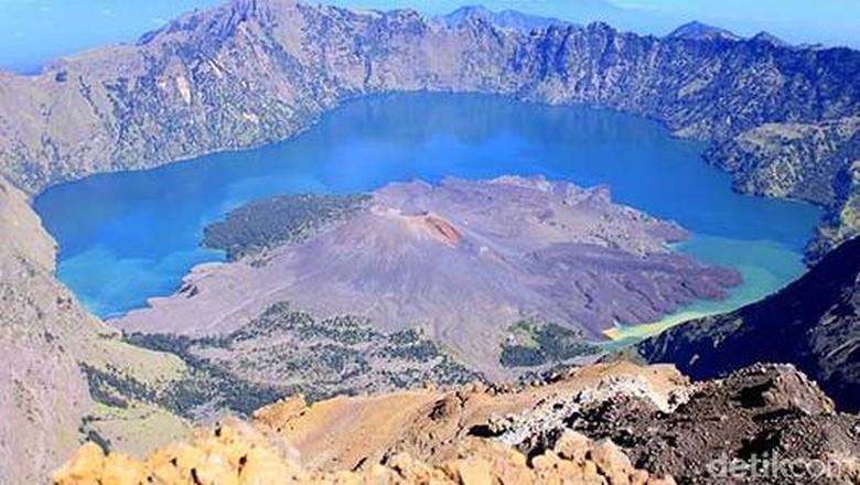 Foto: Keindahan dari puncak Rinjani (Randy/detikTravel)