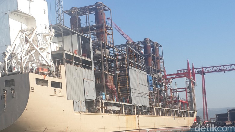 Kapal Genset Raksasa 60 MW dari Turki Terangi Ambon