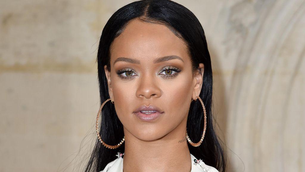 Transformasi Dramatis Rambut Rihanna, DariLurus Jadi Gimbal