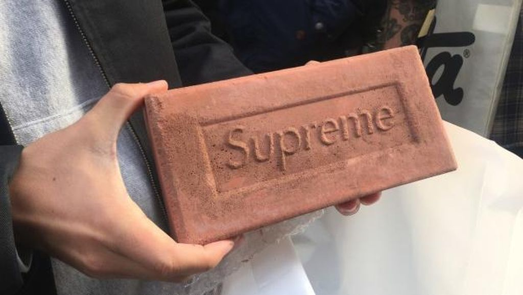 Alasan Supreme Jual Batu Bata Rp 300 Ribuan Sebagai Koleksi Terbaru