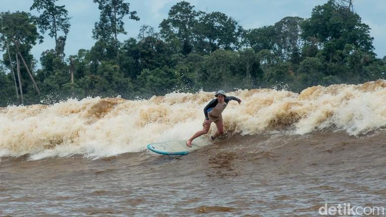Gelombang Bono di Sungai Kampar, keajaiban dari Indonesia (Dok Kemenpar)