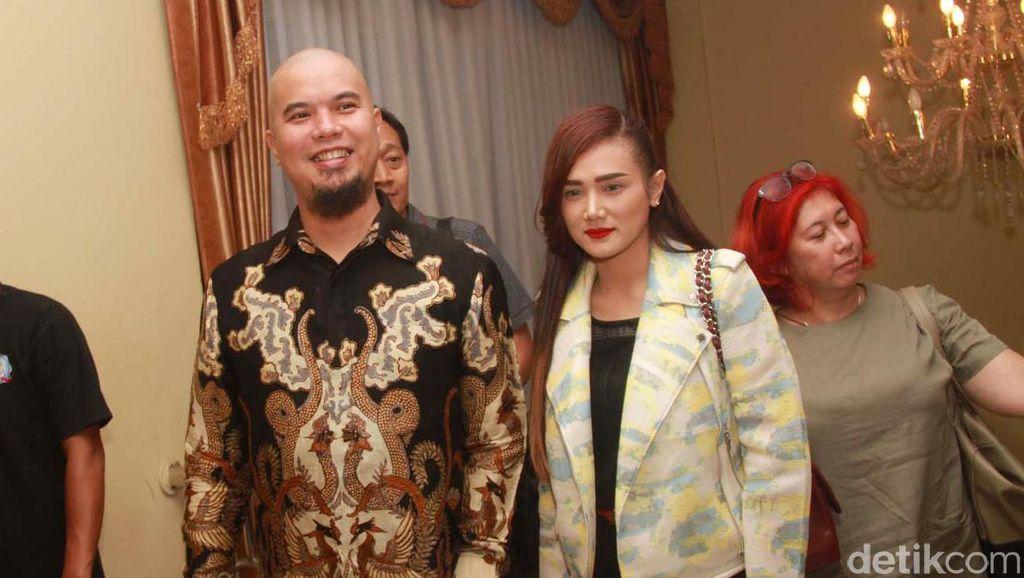 Ahmad Dhani Diamankan Polisi, Mulan Jameela Manggung di Bandung