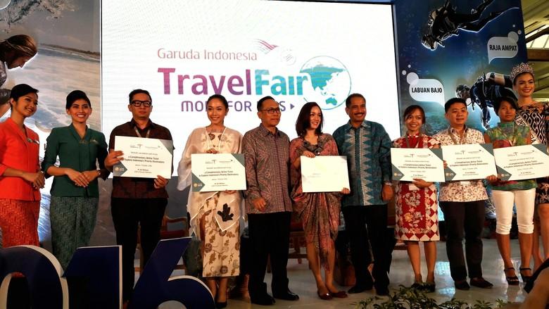 Para seleb traveler bersama Menpar, Dirut Garuda dan Putri Indonesia 2016 (Kurnia/detikTravel)