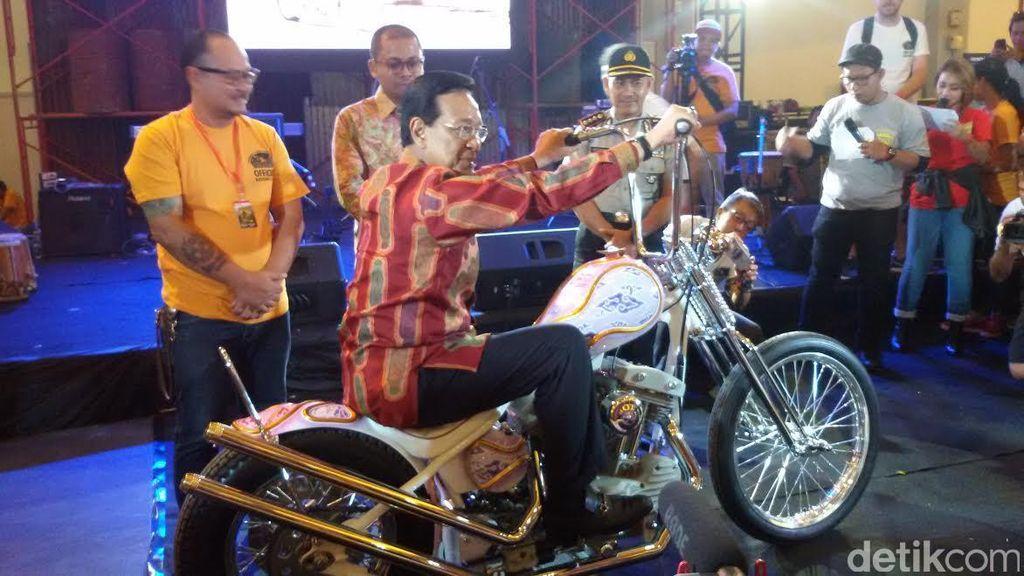 Tunggangi Kebo Bule Sultan HB X Ingin Kustomfest Yogya Mendunia