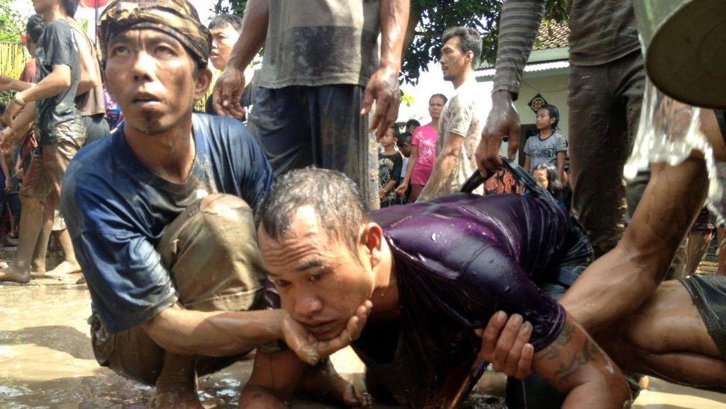Saat Warga Kesurupan Massal di Ritual Adat Keboan, Banyuwangi