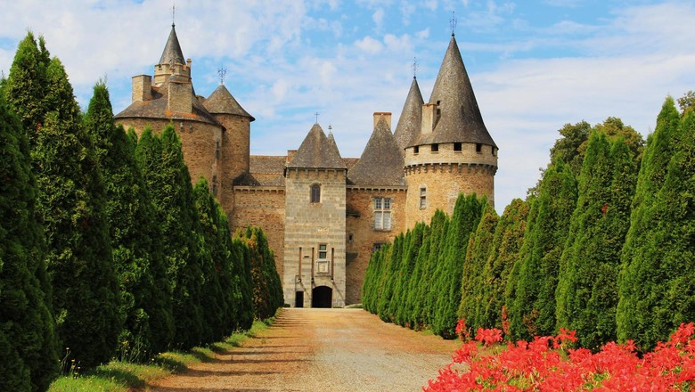 Kastil Bonneval yang punya menara iblis (Chateu de Bonneval)