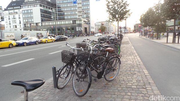 Negara yang Memanjakan Pesepeda, Warganya pun Bahagia
