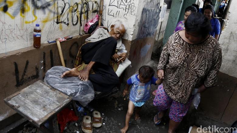 Orang Miskin Banyak Habiskan Uang Beli Beras dan Rokok