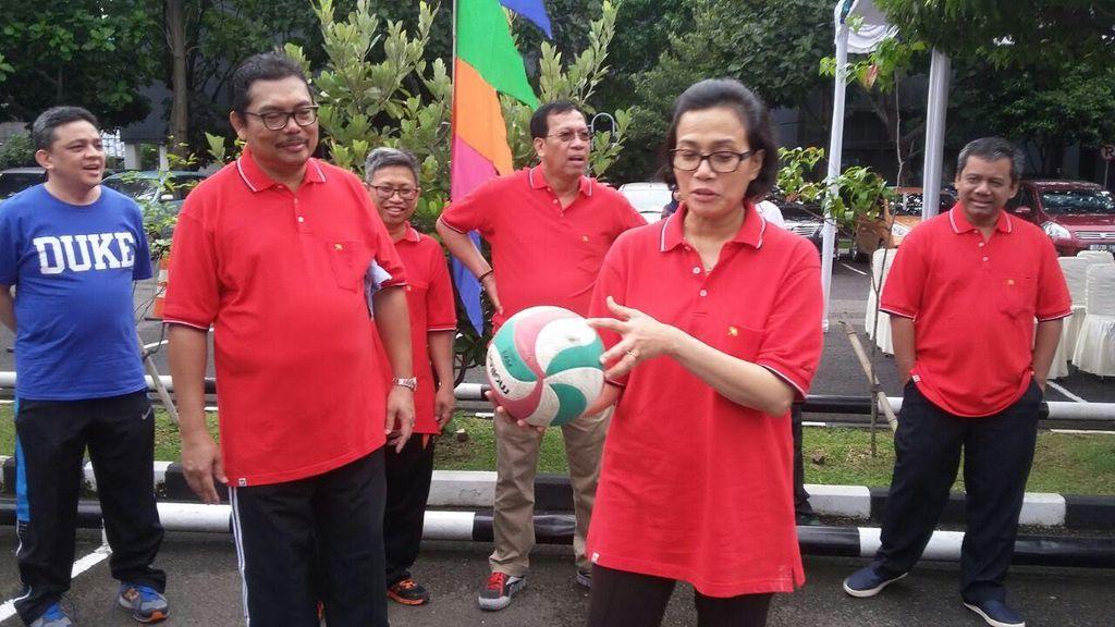 Olahraga Pagi, Sri Mulyani Main Voli Bareng Pejabat Kemenkeu