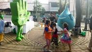 Senyum Riang Ratusan Anak Ikuti Hari Cuci Tangan Sedunia Meruya Utara