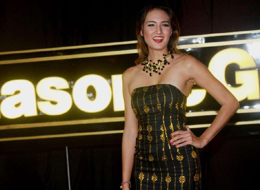 Nadine Chandrawinata Cantik Bernuansa Gold