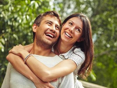 Romantis Itu Nggak Harus Terungkap Lewat Bunga Kok, Sayang...