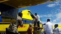 Jokowi Cek Pesawat Pengangkut BBM di Papua