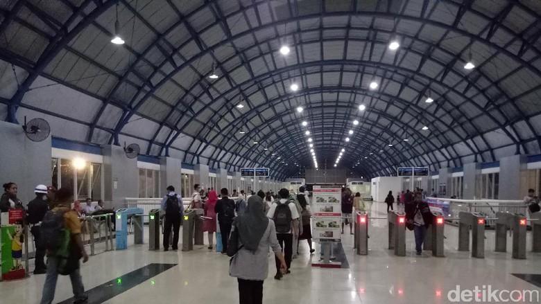 PT KCJ Bagikan 3.000 Takjil Gratis di 8 Stasiun Mulai Kamis Besok