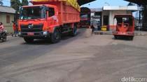 Gaji Sopir Truk Sampah di DKI Menurun, Ini Penjelasan Pemprov
