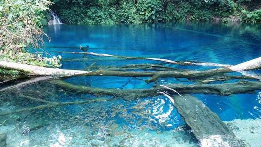 Tidak Kalah dengan di Raja Ampat, 4 Danau Berwarna Biru di Indonesia