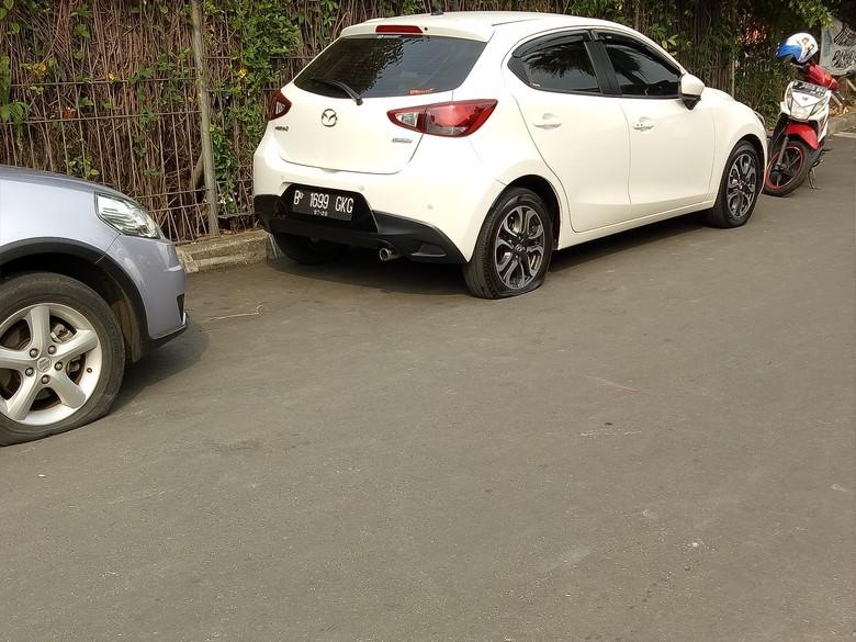 Djarot: Beli Mobil atau Motor Harus Sediakan Garasinya