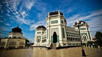5 Tempat Wisata di Sekitar Lokasi Resepsi Kahiyang di Medan