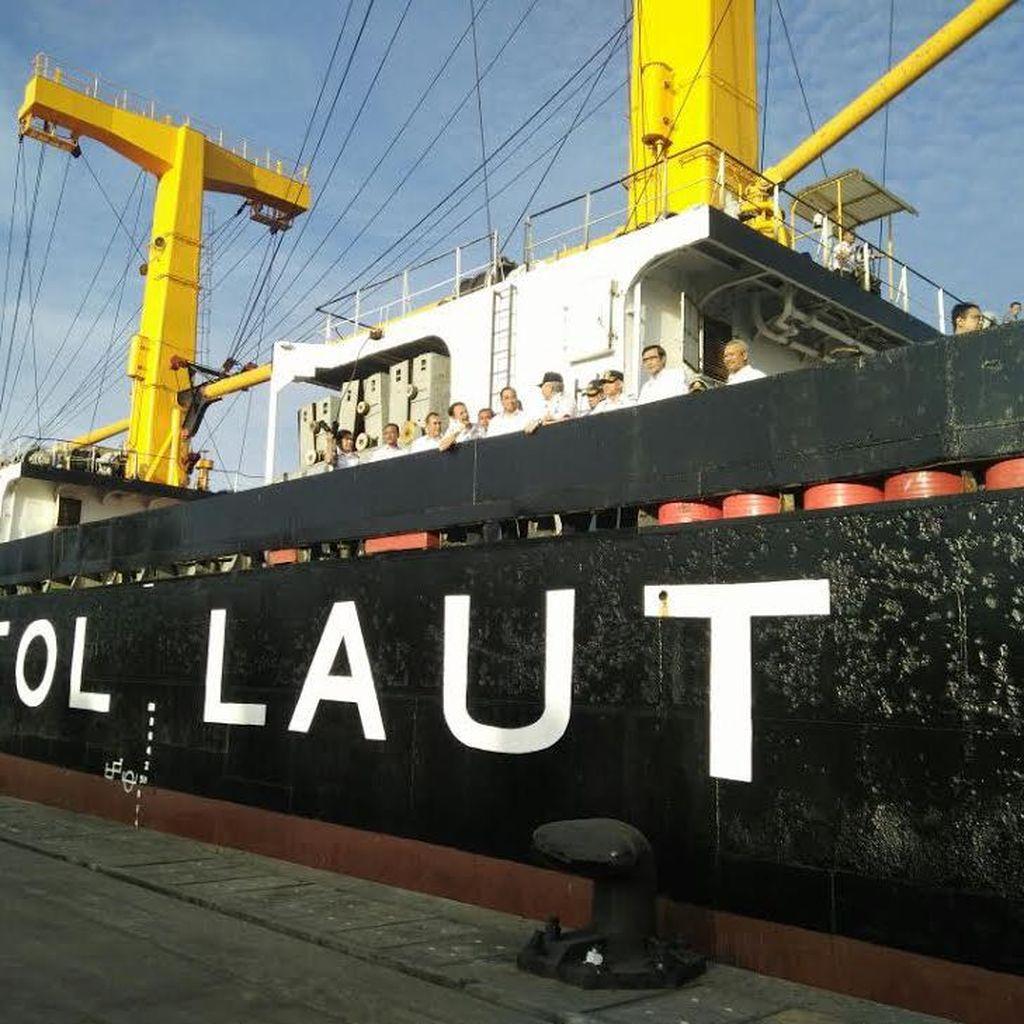 Jokowi Tambah 2 Rute Kapal Tol Laut ke Indonesia Timur Tahun Depan