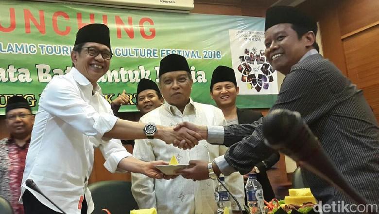 Foto: Launching Batu IIT 2016 di kantor PBNU bersama Ketua PBNU Said Aqil Siradj (Muhammad Aminudin/detikTravel)