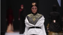 Norma Hauri Tampilkan Busana Hijab Ala Lady Bikers Era 50-an