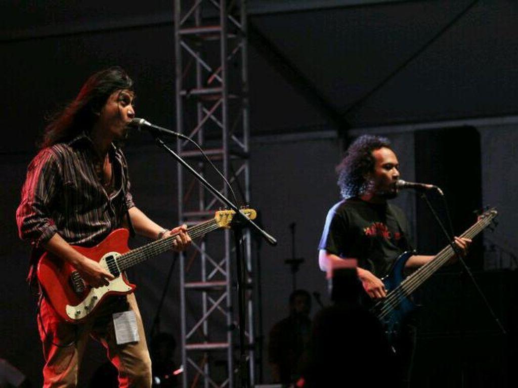 Bassist Navicula Kecelakaan, Kekasihnya Meninggal Dunia