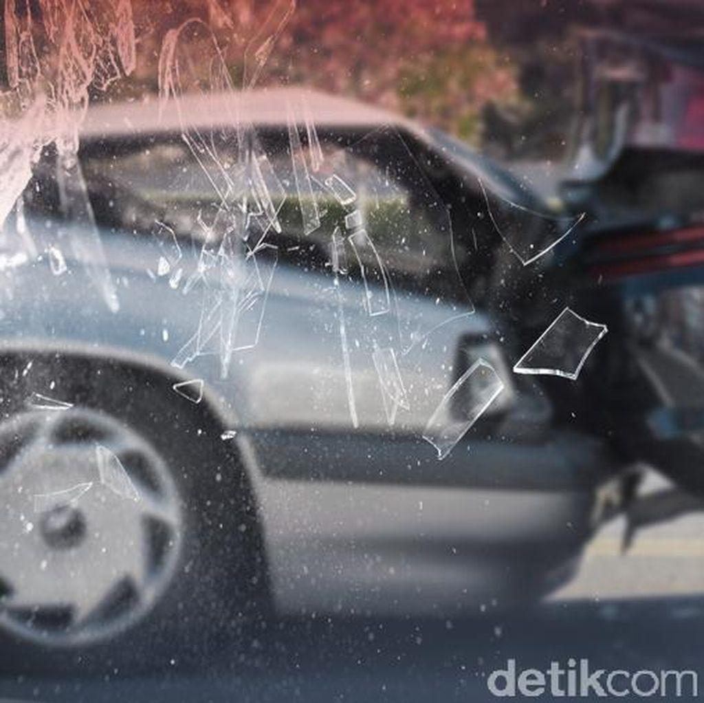 Tiga Mobil Kecelakaan Beruntun di Jalan Gerbang Pemuda