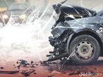 Mobil Tabrak Pembatas Jalan di Senayan Arah Semanggi