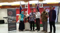 Mahasiswa RI di Perth Luncurkan Buku Pelangi dari Selatan