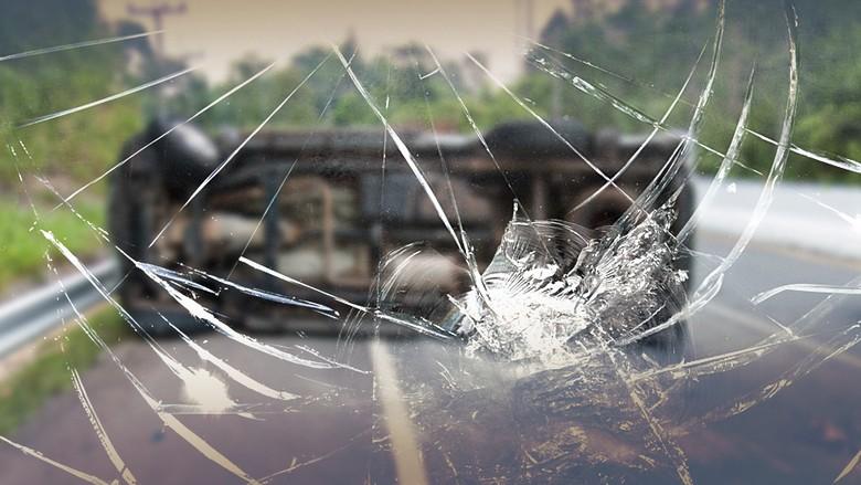 Truk dan Mobil Kecelakaan di Tol Jakarta Arah Cikampek KM 68