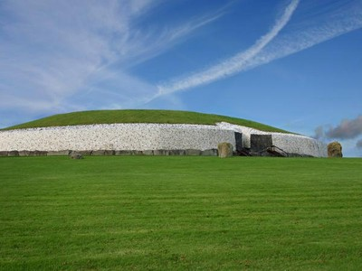 Pemakaman Kuno Irlandia yang Mirip UFO