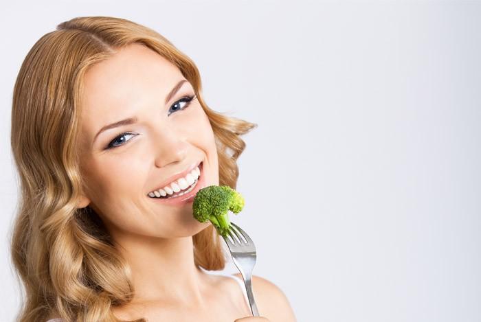 Konsumsi makanan yang kaya sulfur seperti brokoli, telur, atau daging-dagingan dapat membuat kentut semakin busuk. Anda bisa menggantinya dengan makanan seperti ayam atau ikan. (Foto: GettyImages)