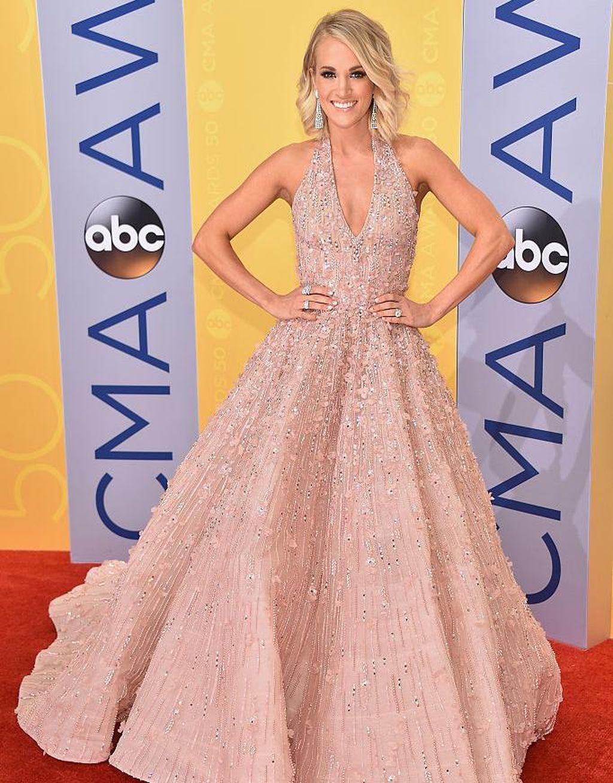 Foto: 11 Gaun yang Dipakai Carrie Underwood di Penghargaan Musik Country