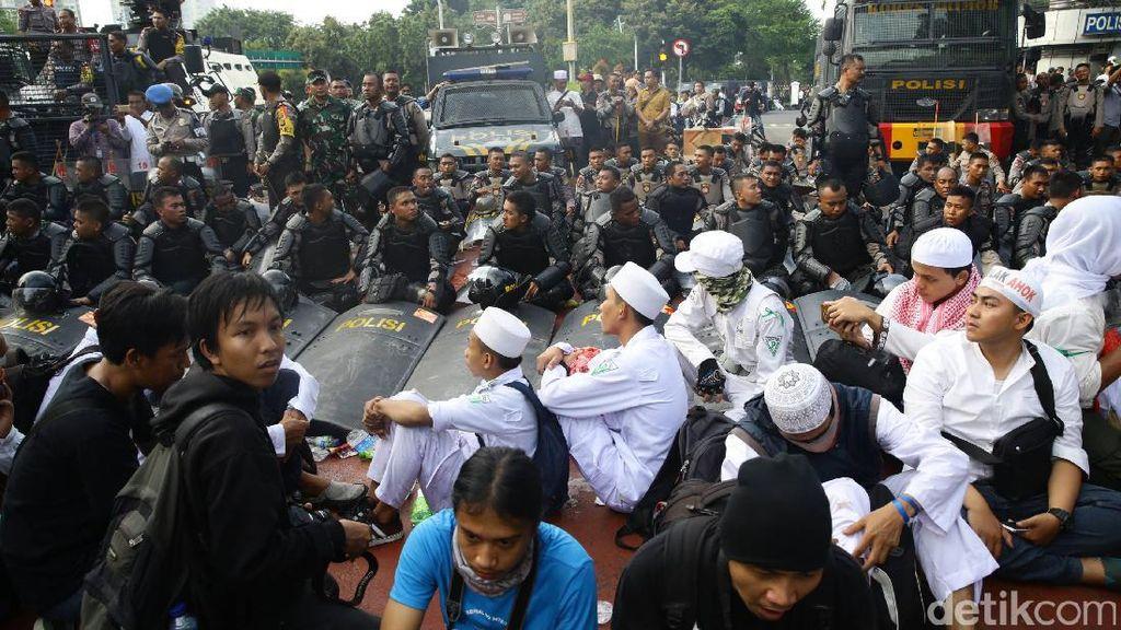 Secara Ekonomi, Siapa yang Diuntungkan dari Aksi Demo Besar di Jakarta?