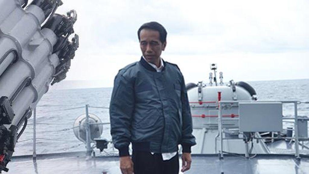 Jaket Bomber Sampai Sandal Fladeo, Momen Fashion Jokowi Sepanjang 2016