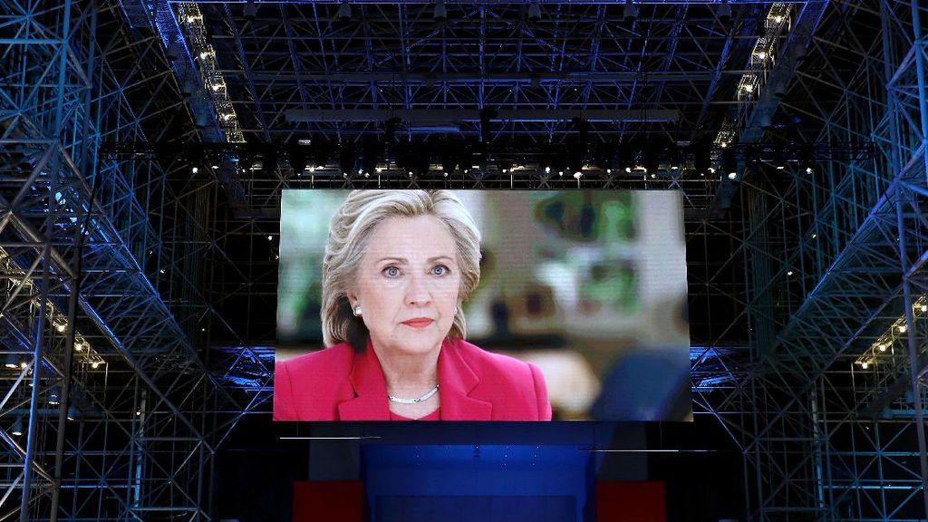 Snapchat Bikin Filter Hillary Wannabe
