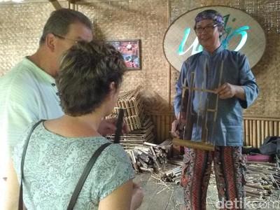 Di Tempat ini, Penerus Budaya Sunda Terus Lahir