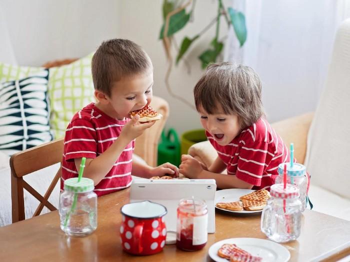 Anak makan (Foto: thinkstock)