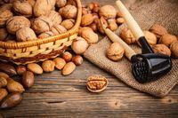 Ragam kacang-kacangan yang mengandung vitamin E dan asam lemak omega 3 yang baik untuk kesehatan mata anak.